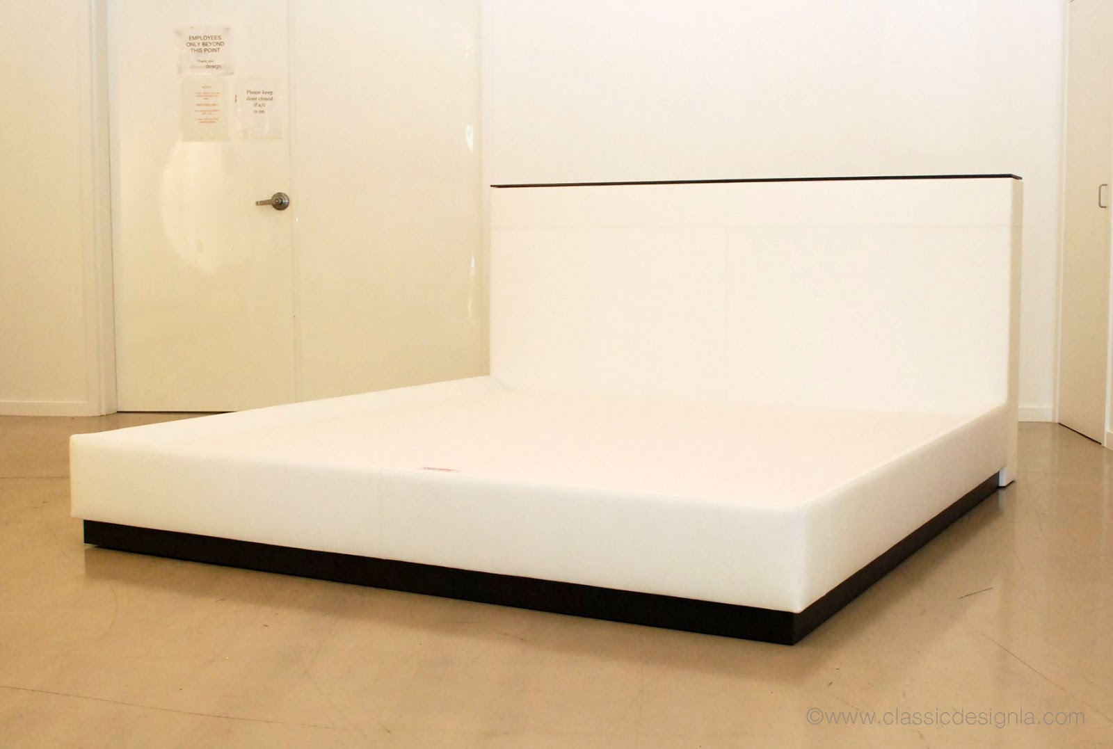 White Leather Bed Design 1600 x 1077