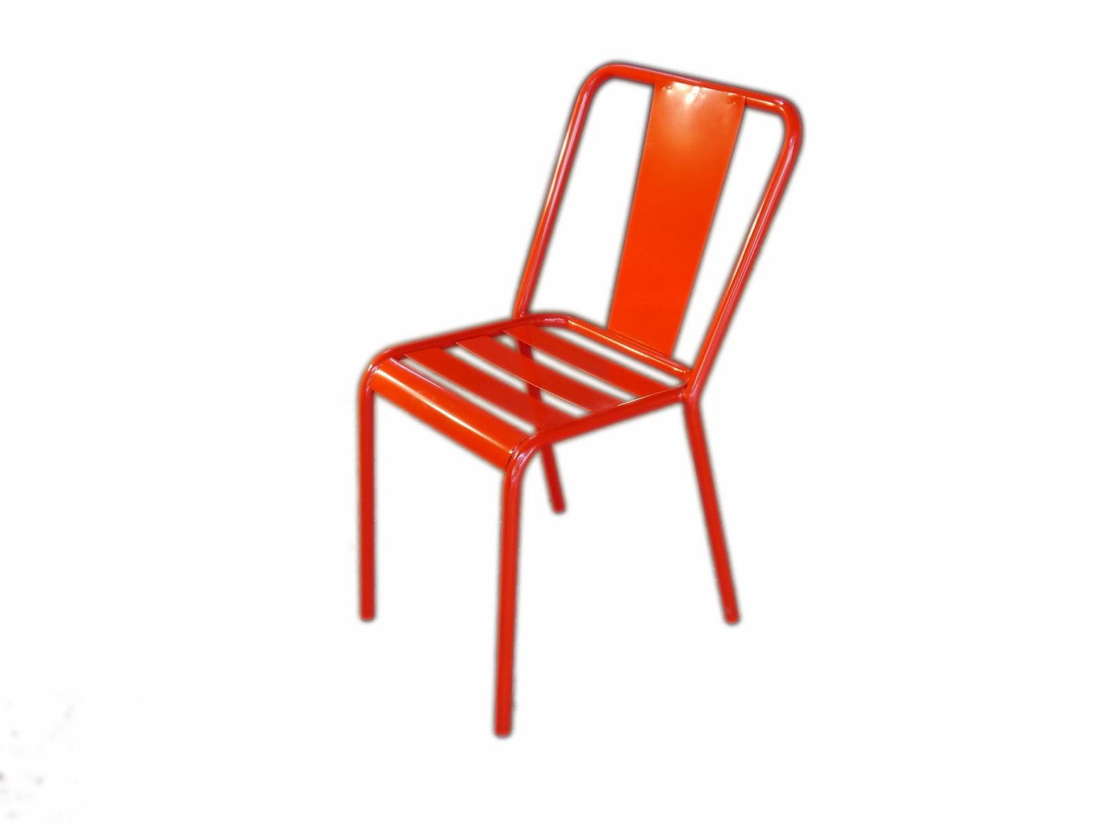 Mesas y sillas de hierro forjado artesanalmente en barcelona for Modelos de sillas de metal