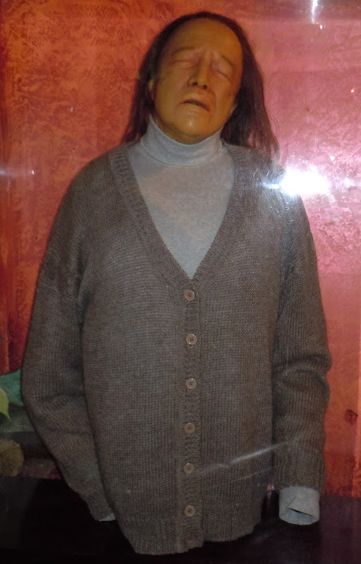 Kathy Bates Misery prosthetic dummy