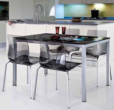 Cadeiras de cozinha em acrílico translucido.