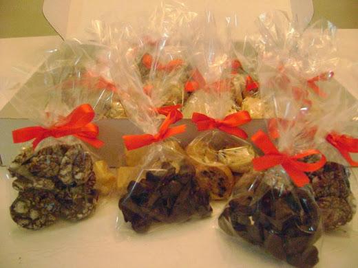 caixa com biscoitos sortidos