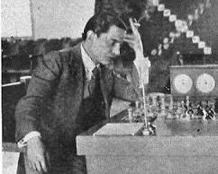 Esteban Canal jugando ajedrez