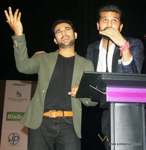 Harish Verma and Yuvraj Hans enthralling the audience during Just Panjabi sponsored event PCGH
