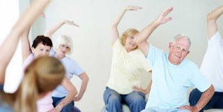 5 exercícios de Alongamento para Idosos
