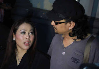 Calon Suami Nunung Tak Tahu Dilaporkan Polisi » Gossip | Nunung dan Iyan