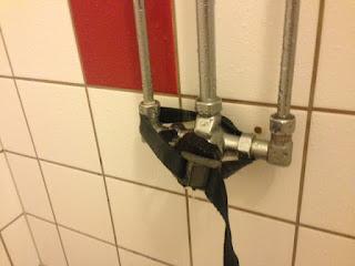 Trykknapp i dusj med spennreim, Resö gjestehavn