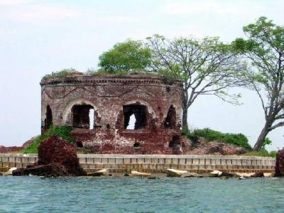 http://1.bp.blogspot.com/-s2OCo7ZxafQ/VRA0AWozBdI/AAAAAAAAHkA/6GtVLWsxCek/s1600/Pulau-Bidadari-5.jpg