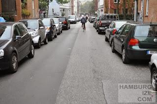 Veloroute 1, Thadenstraße - Bei Gegenverkehr müssen Radler absteigen