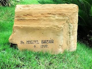 Lápide do padre jesuíta Miguel Bazan, morto em 1718, em São Borja.