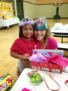 El sexto cumpleaños de Mariela, junto a su madre Christina