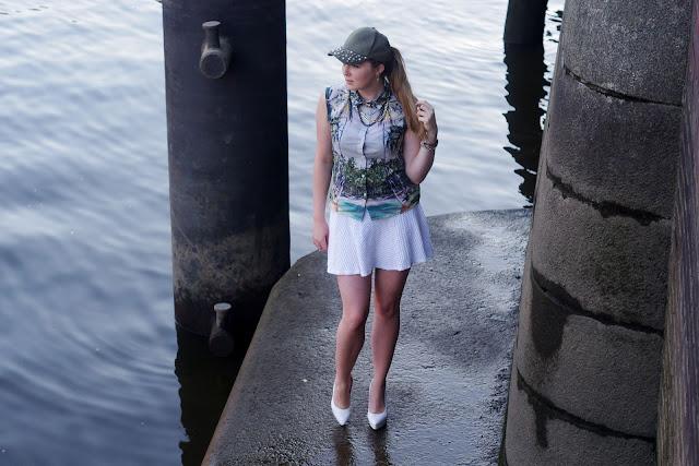 palms, palmen, shirt, H&M, weißer Rock, white skirt, blogger, modeblogger, beste deutsche blogger, german bloggers, trend 2013, palm print, bijou brigitte, tricolor, chain, necklace, panther, lion, white heels, overdivity