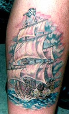 Tatuagem de Navio Pirata
