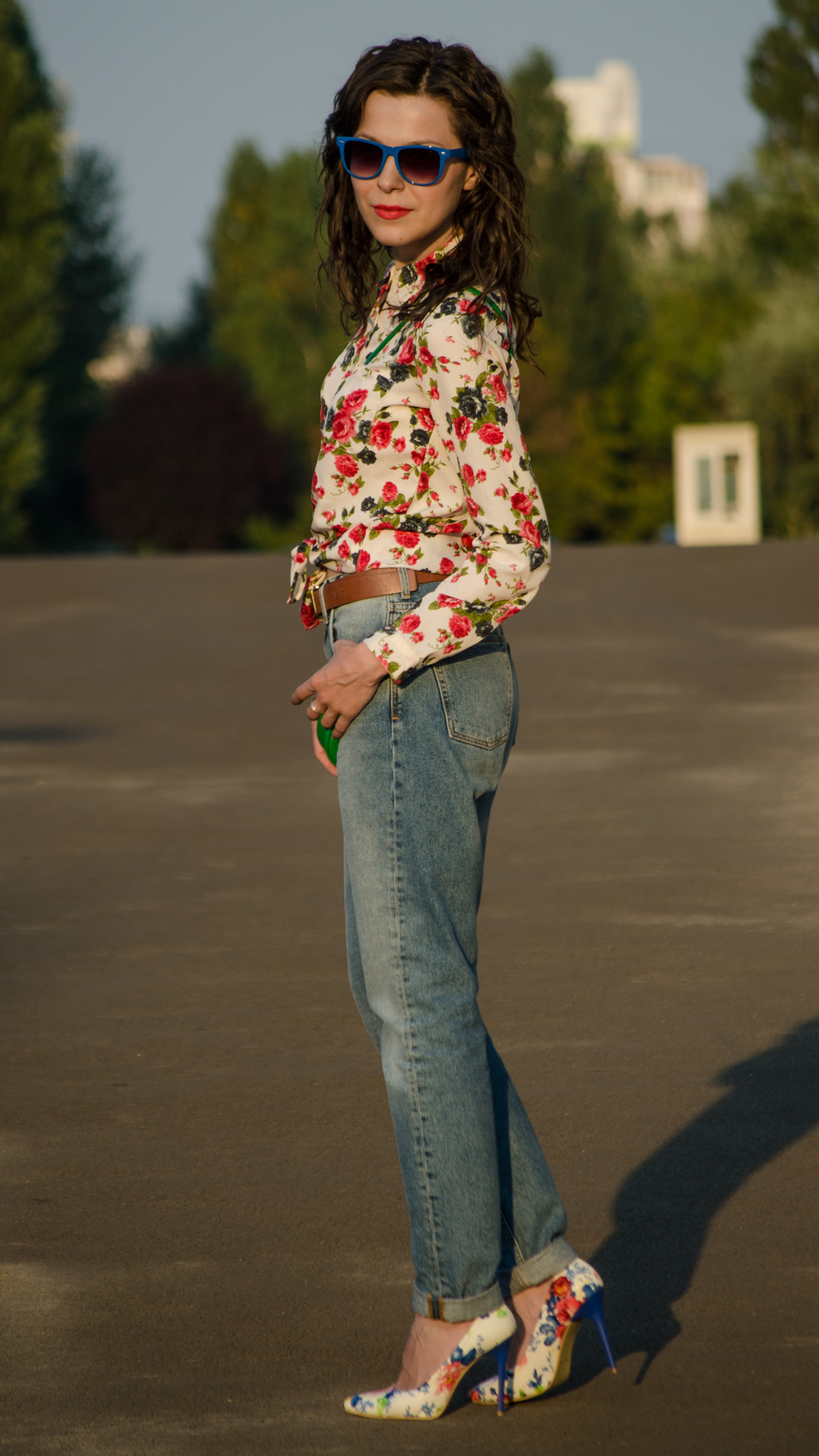 mom jeans h&m flowers heels little green bag satchel shirt koton