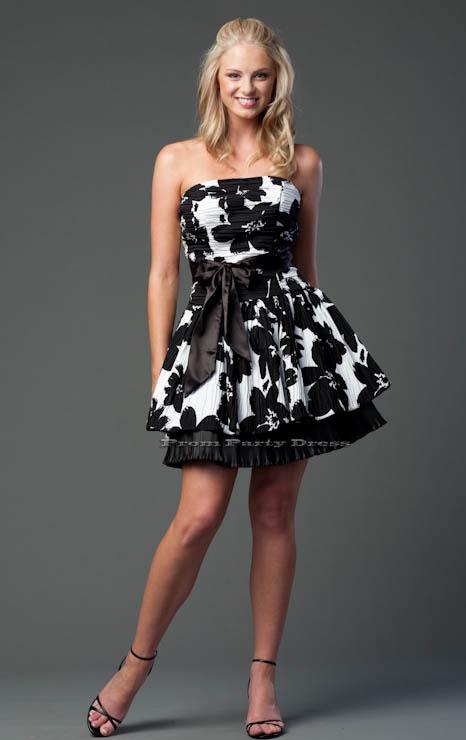 Vestido curto preto e branco para festa