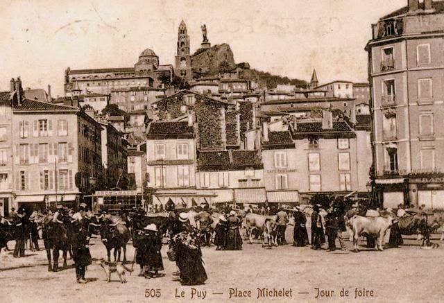 CPA Le Puy Haute-Loire, jour de foire.