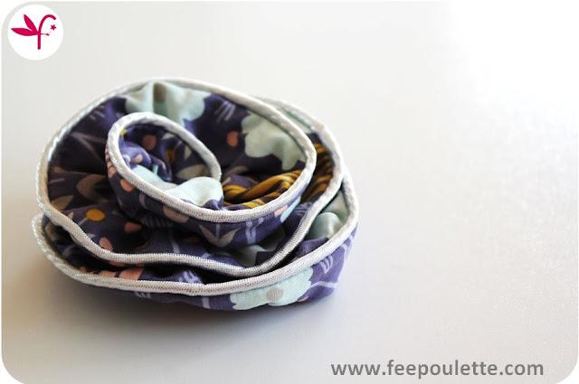 Broches Fleur XXL en tissu imprimé rehaussé de passepoil