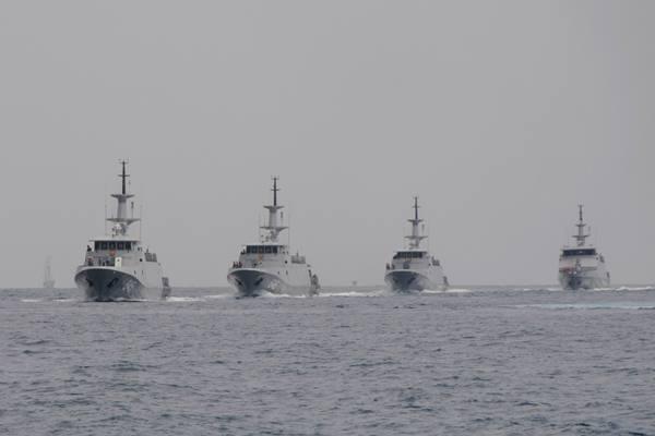 Kapal Perang Kolinlamil Sukseskan Sail Tomini 2015