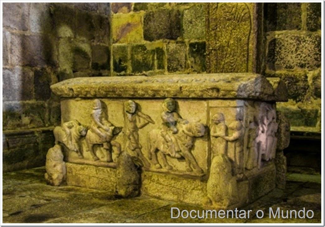 Túmulo de Egas Moniz; Mosteiro do Salvador de Paço de Sousa