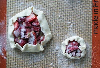 strawberry%2Brhubarb%2Bpies%2Bunbaked Little Strawberry Rhubarb Pies
