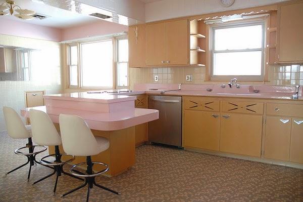 Unvorstellbar – vollständige Küche im amerikanischen Mid-Century Design erhalten!