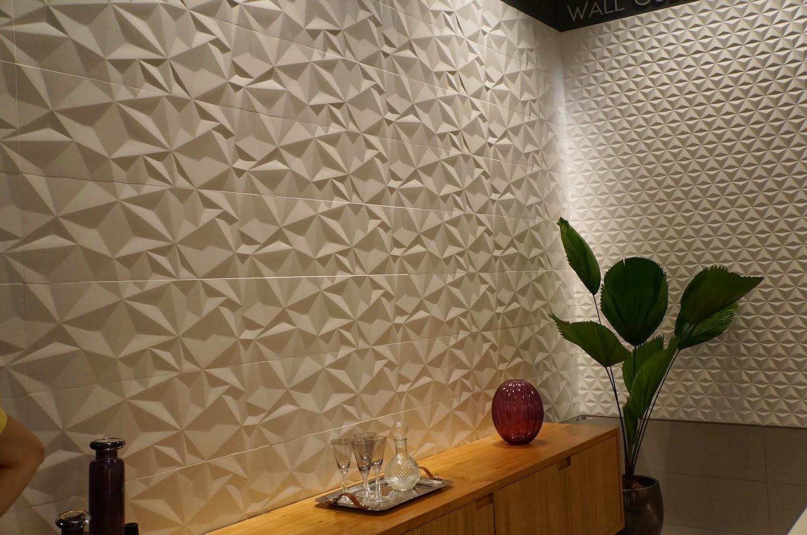 #9D6D2E parede com revestimento em alto relevo da Portinari Expo Revestir  1600x1062 px Banheiros Decorados Com Revestimento Portinari 1087