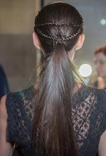 خطوات تسريحة الضفيرة الأكثر تميّزاً hair-makeup-3-27-09-2012.jpg