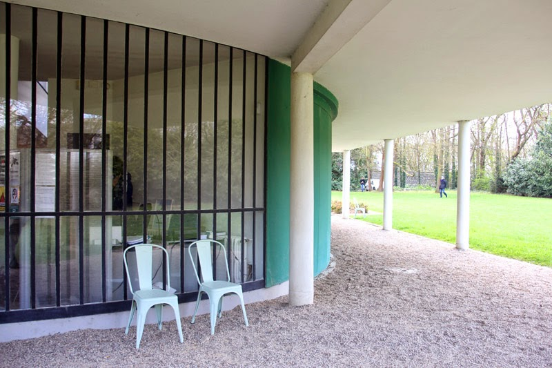 Happy Us Book - Villa Savoye Le Corbusier