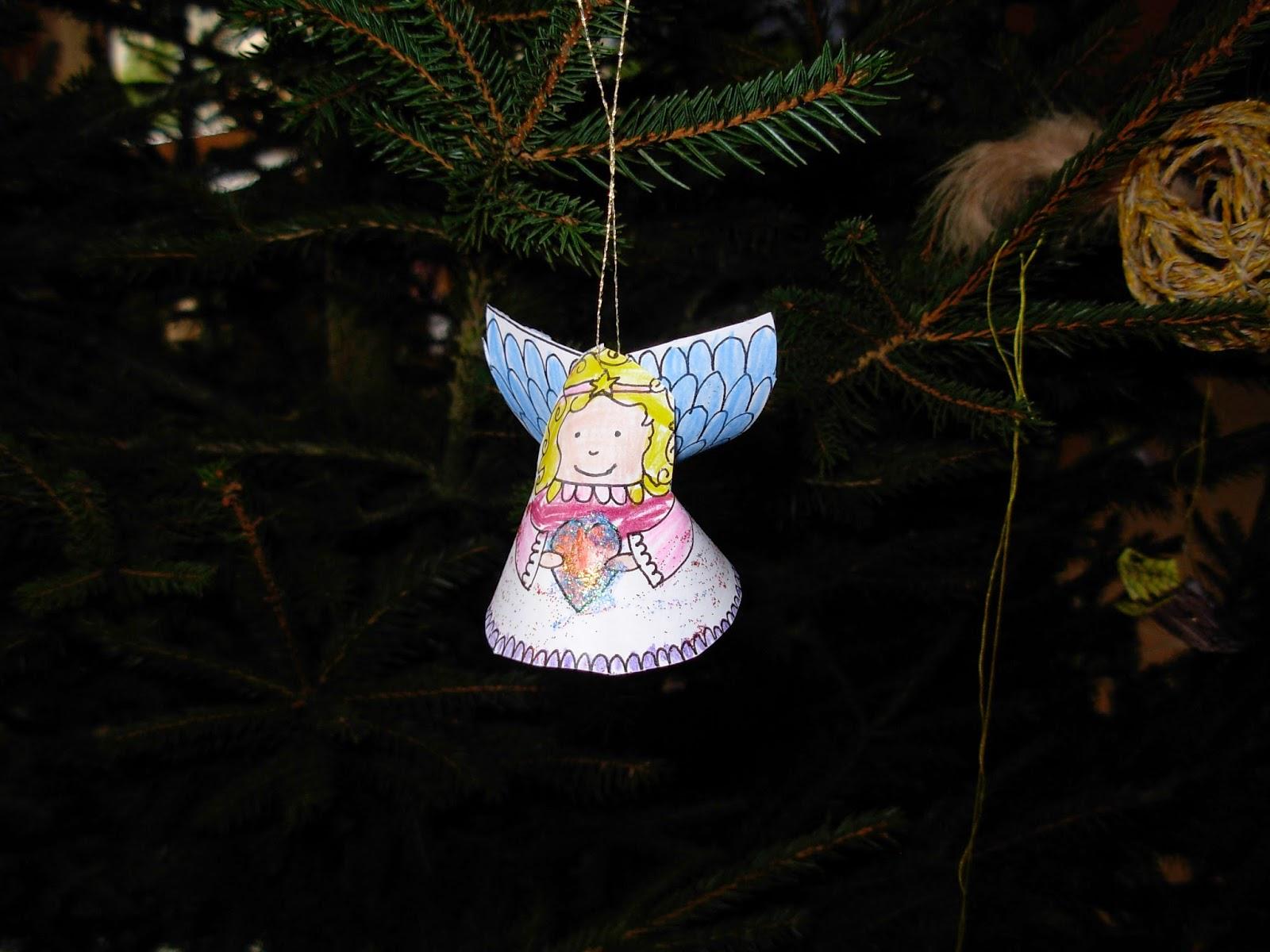 Kindergartenkinder basteln einfache Engel