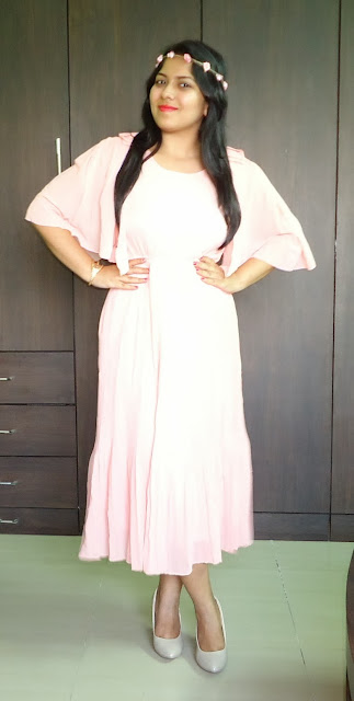 Outfit coral pleated maxi chiffon dress