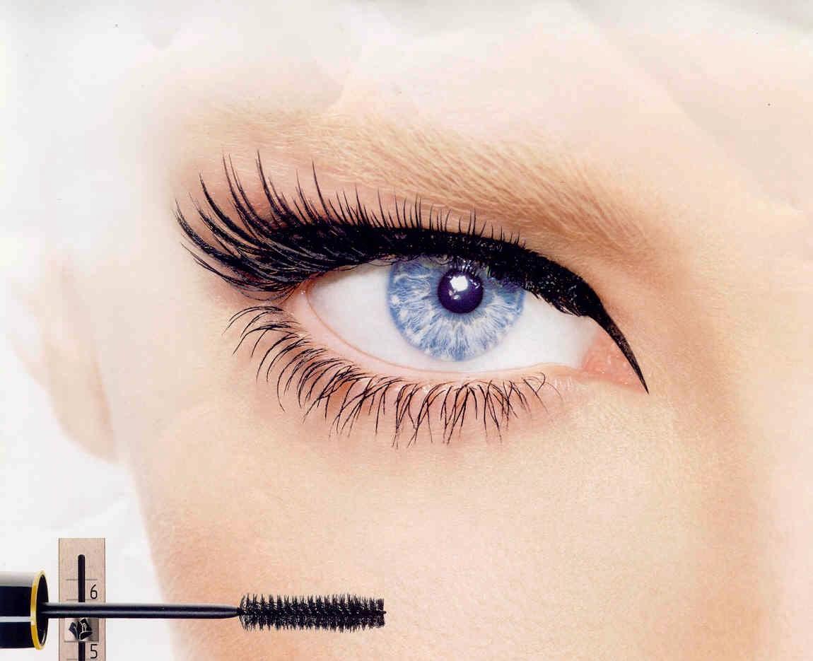 makeup-Apply-mascara