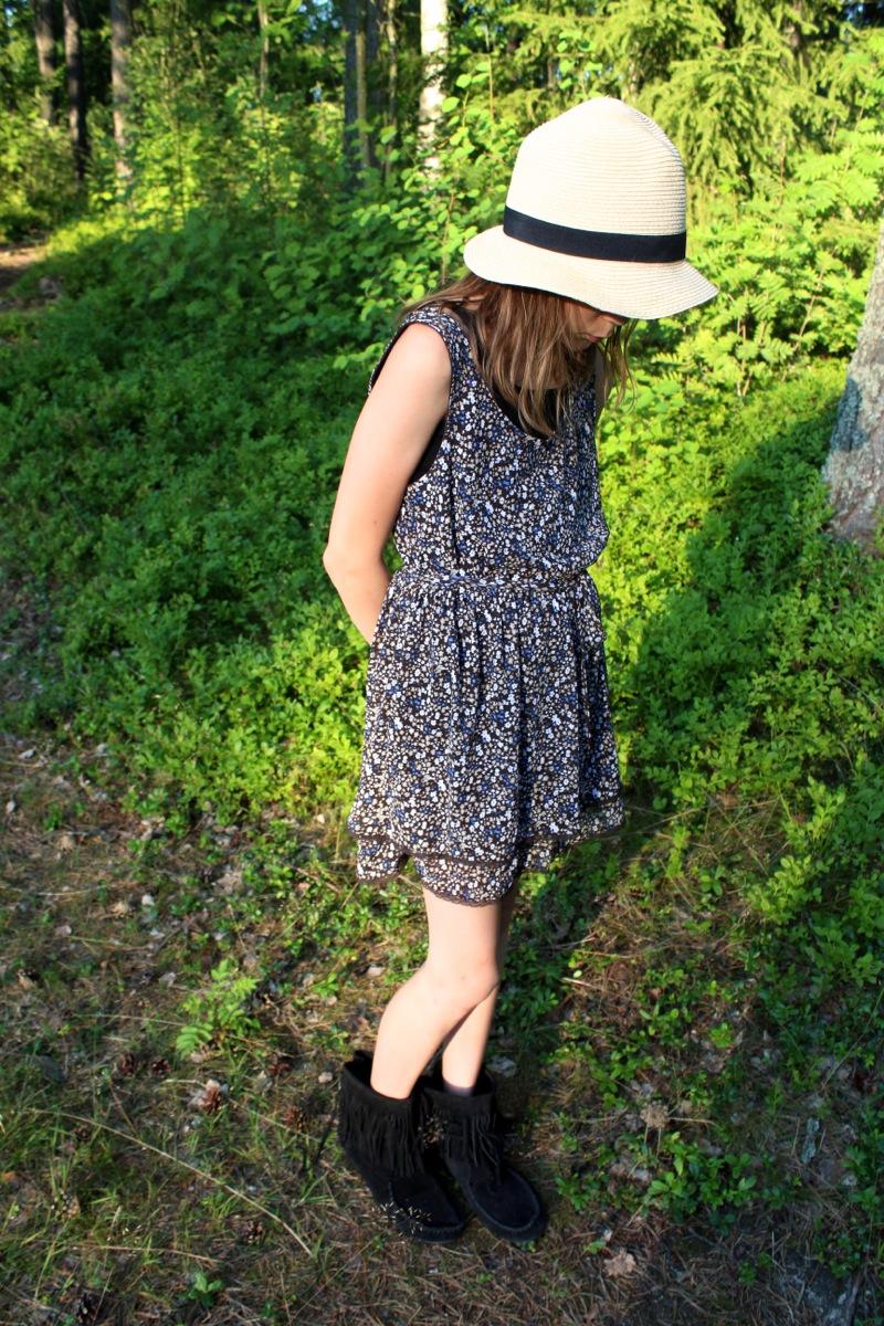 Lasten kukallinen kesämekko