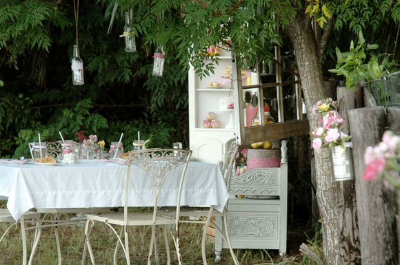 shabby chic garden party wwwshabbycottageboutique. Black Bedroom Furniture Sets. Home Design Ideas