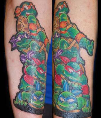 Tatuaje de las Tortugas Ninja saliendo de las alcantarillas