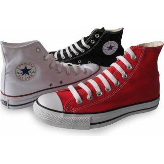 Zapatillas Converse All Star de color blanco, rojo y negro.