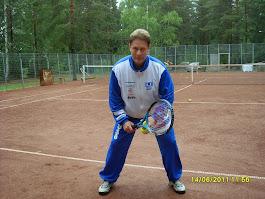 Tennisvalmentaja Olavi Lehto käytettävissänne ryhmätennistä ja personal trainer tarpeitanne varten