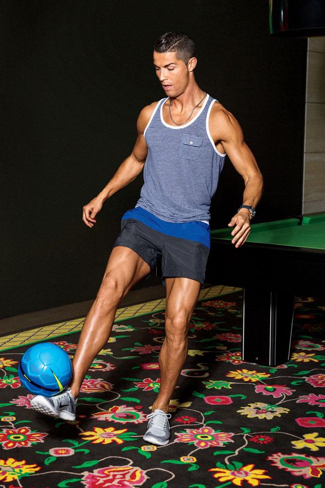 O craque português mostra a sua habilidade com a bola. Foto: Ben Watt