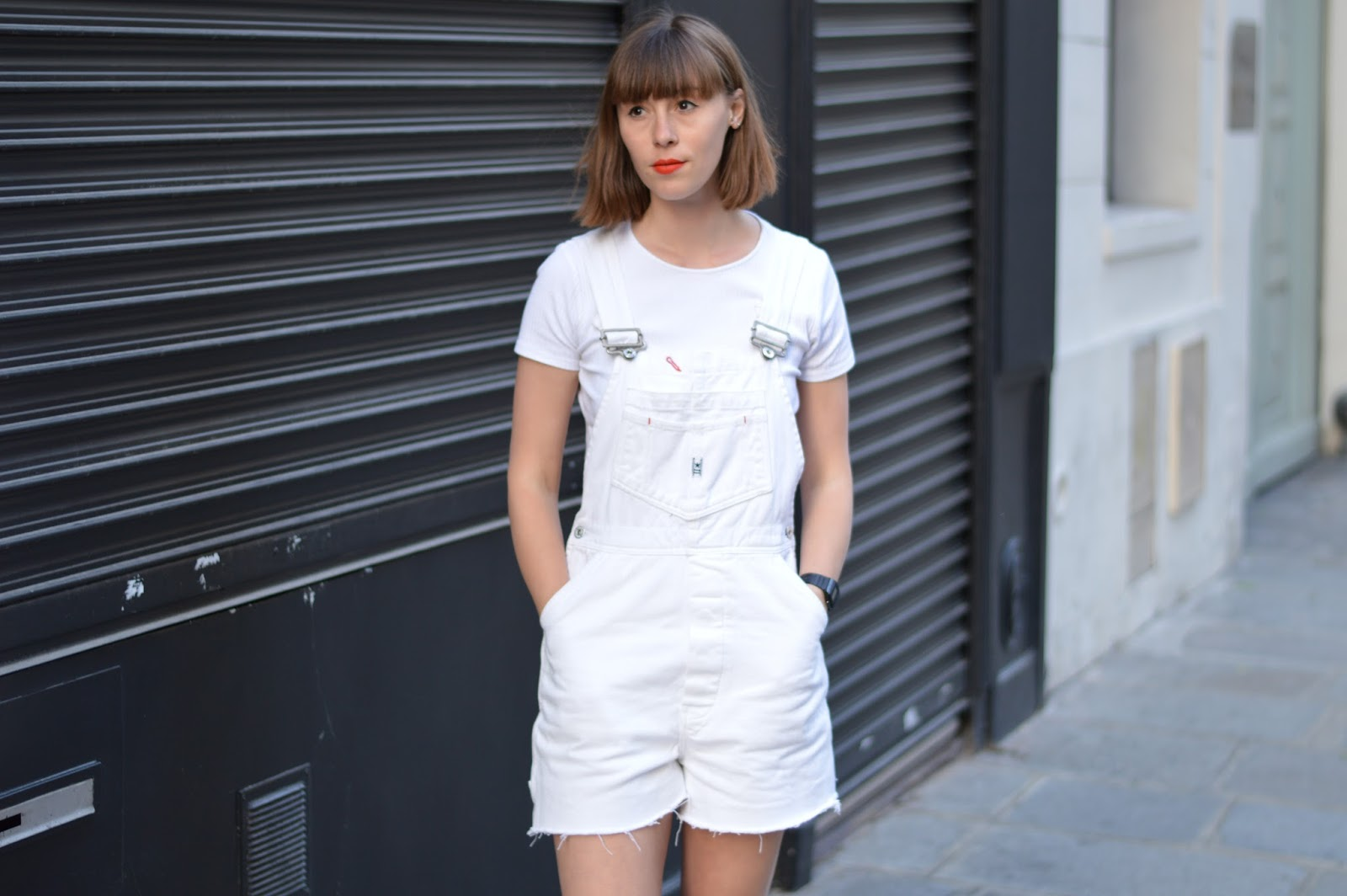 How to wear short white dungareees