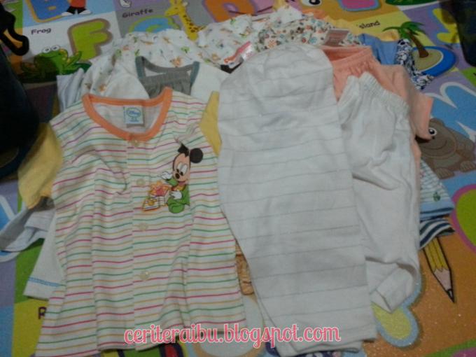 Mendobi Pakaian Adik Baby