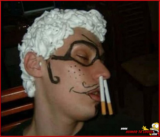 Enquanto isso em uma festa qualquer - Homem bebado dormindo trollagem