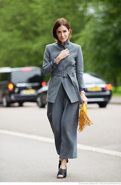 Para ir a lo oficina ¿qué me pongo? Traje chaqueta gris y bolso mostaza