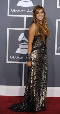 Vestido de Miley Cyrus en Grammy 2011
