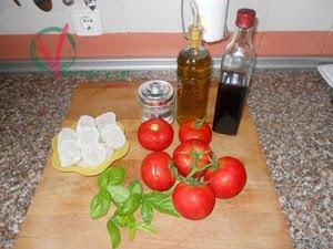 Ingredientes para el gazpacho de albahaca.