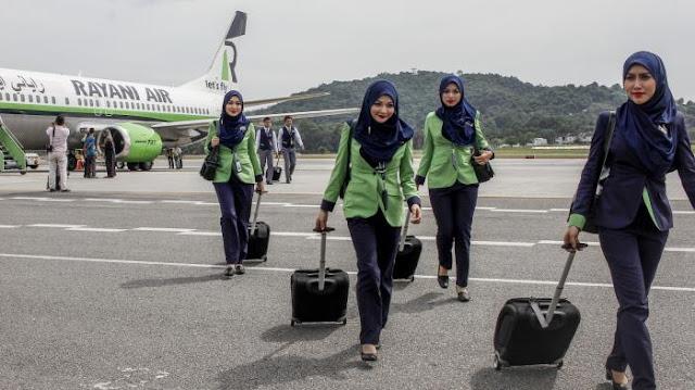 Pramugari Cantik Berjilbab Maskapai Syariah Pertama di Dunia