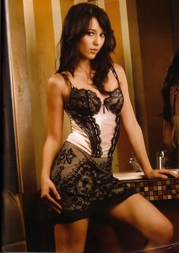Julie Estelle Hot