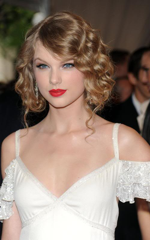 Taylor Swift Natural Hair, Long Hairstyle 2011, Hairstyle 2011, New Long Hairstyle 2011, Celebrity Long Hairstyles 2119