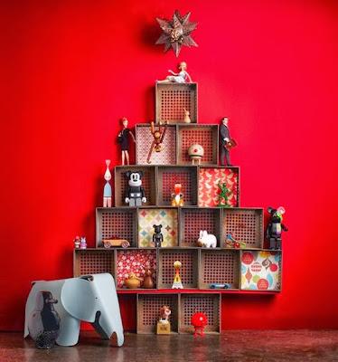 Árvore de natal com reciclagem de caixas de papelão