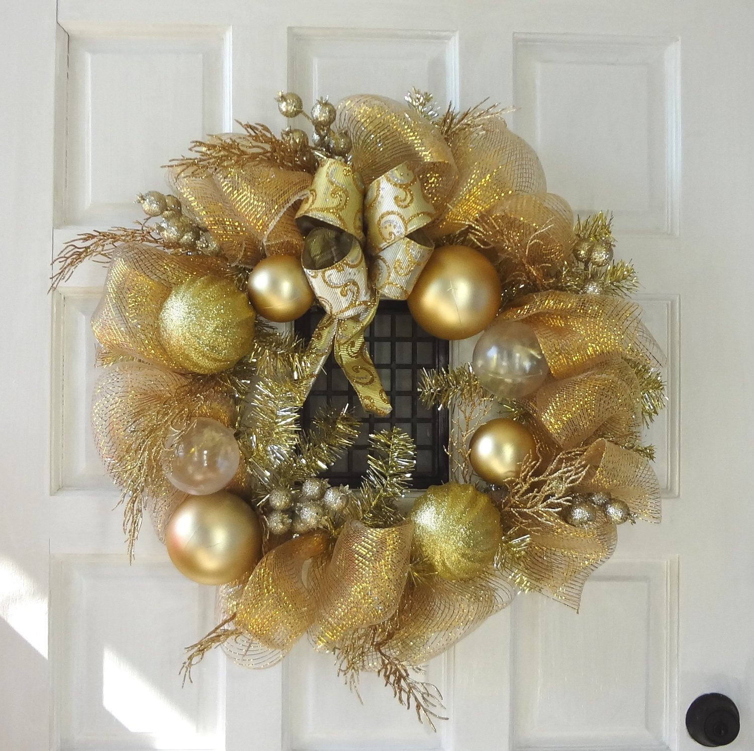 the brilliant gold color and just the right amount of sparkle make this wreath a beautiful compliment to your entryway