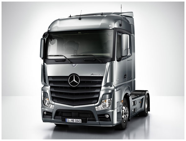 rc semi truck for sale with Mercedes Benz New Actros 1851 on Carson Rc Komplett Set Lastwagen Mit Licht Und Sound Unimog U300 2 4 Ghz 1 12 617002511 furthermore 1155335 1994 Ford Semi Tractor additionally Watch further RC4WD 114 Lowboy Trailer p 4178 as well Watch.