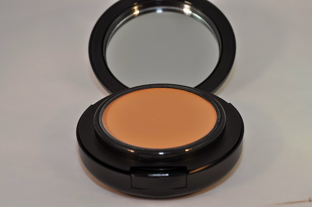 MAC Pro Longwear SPF 20 Compact Foundation in NC35