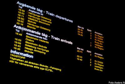 tågstopp, försening, försenat tåg, järnväg, falköping, skövde, tåg, järnvägsstation, informationstavla, spår, perrong, foto anders n